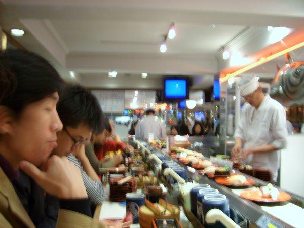conveyor_belt_sushi_2.jpg